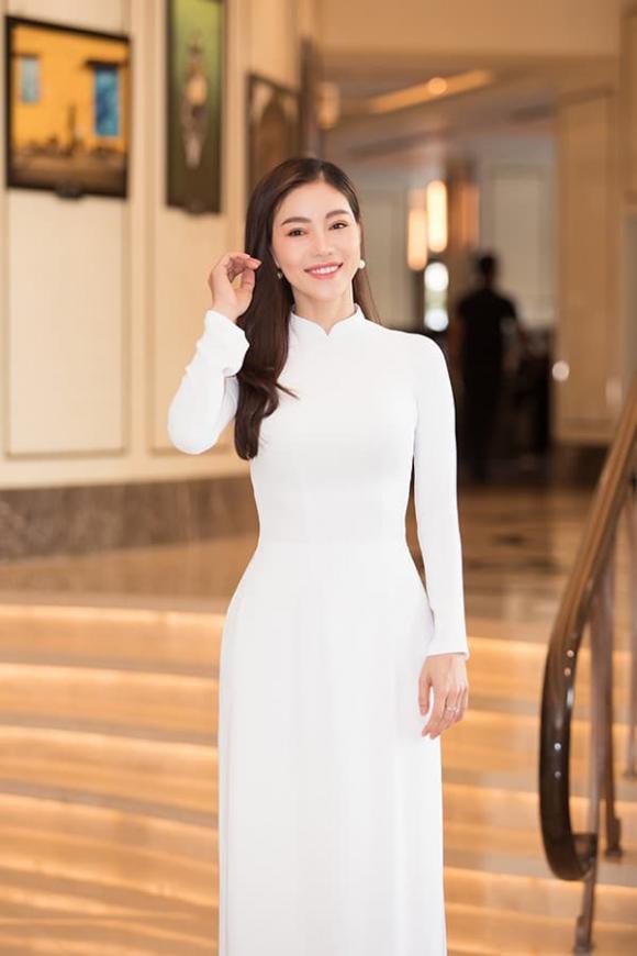 hoa hậu Tiểu Vy, á hậu Phương Nga, á hậu Thuý An, sao Việt