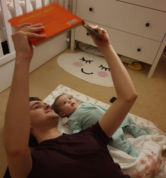 chăm sóc bé gái đúng cách, chăm sóc trẻ đúng cách, lưu ý khi chăm sóc trẻ