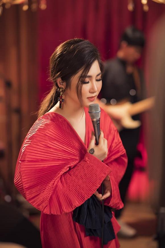 ca sĩ Hương Tràm, sao Việt