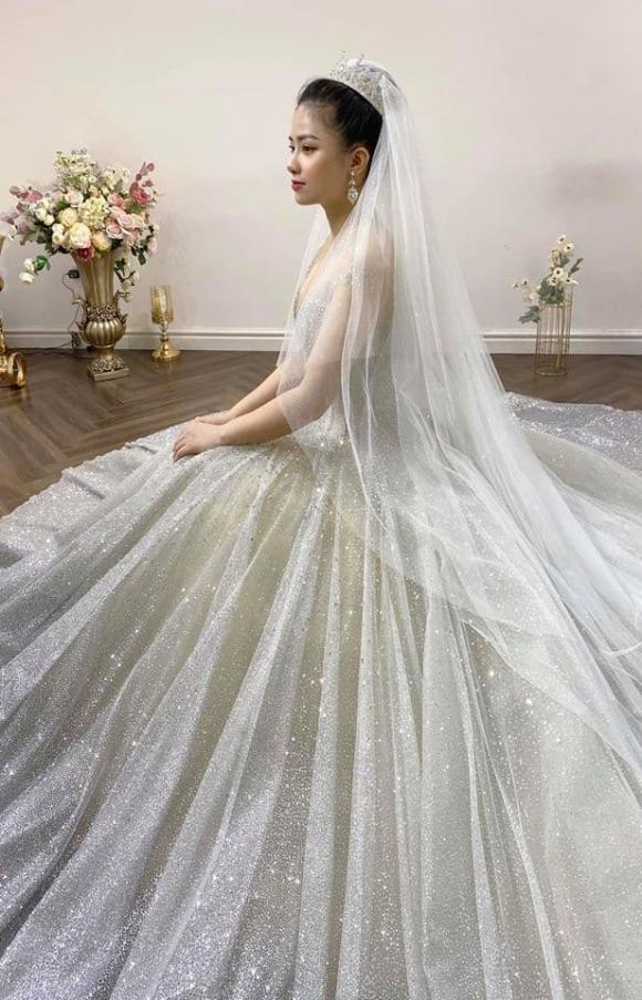 Dương Hoàng  Yến đăng ảnh mặc váy cưới, loạt sao Việt gửi lời chúc  mừng