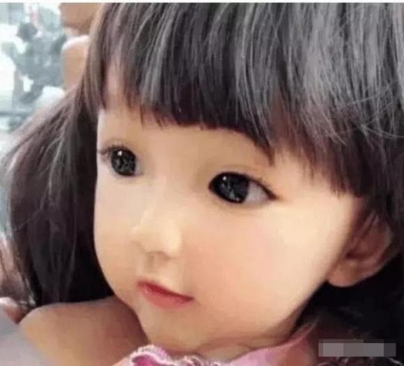 bé gái xinh đẹp, xinh như búp bê,