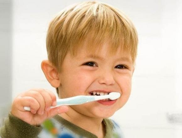 chăm trẻ, chăm con, sâu răng, răng sữa