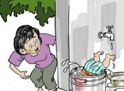 trẻ nguy hiểm, tiết kiệm, tai nạn cho trẻ, chăm trẻ