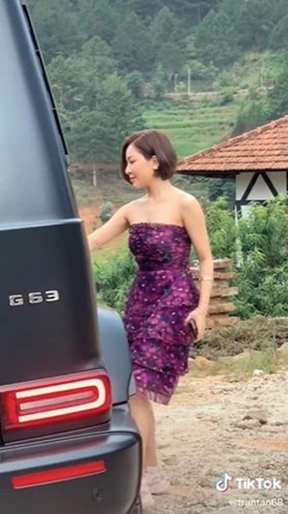 Hot girl Trâm Anh chính thức lên tiếng về tin đồn sắp lên xe hoa với đại gia