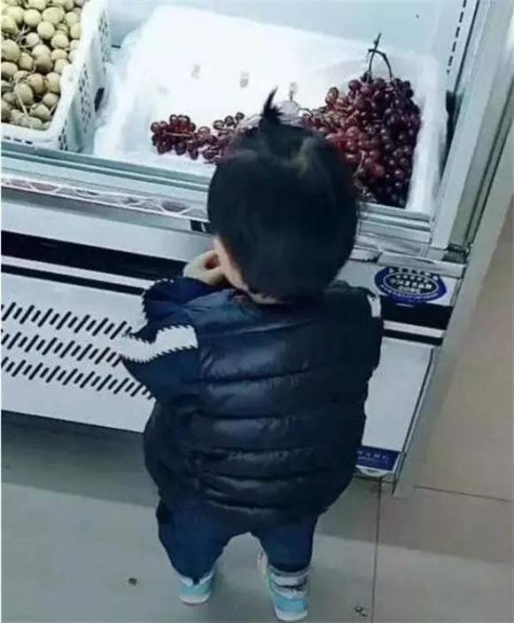 dạy con, cách dạy con, làm sao khi bé ăn đồ trong siêu thị