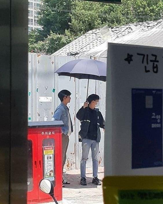 kim soo hyun, dép lê, phim trường, phim hàn