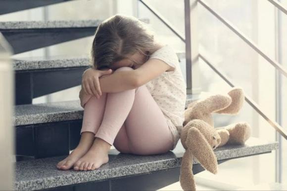 Bé gái 9 tuổi nhảy lầu tự tử, tự tử, thư tuyệt mệnh