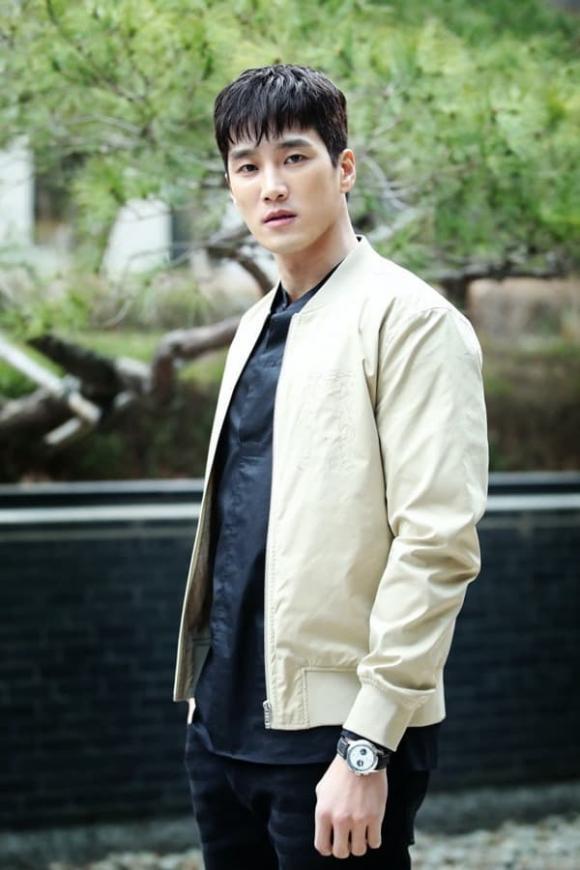 Ahn Bo Hyun,Hậu duệ Mặt trời,sao Hàn