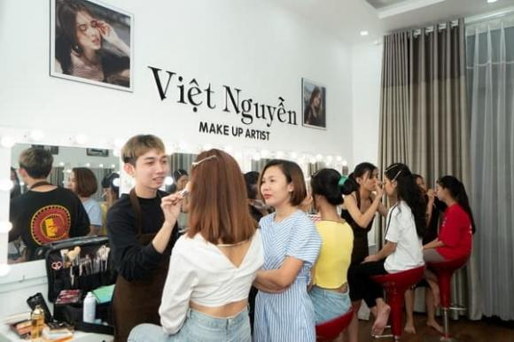 Chuyên gia make up Việt Nguyễn