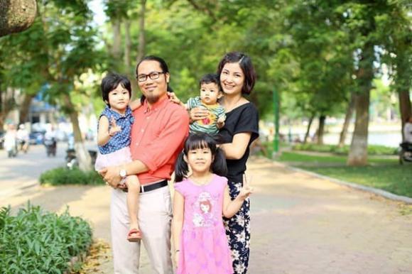 Chân dung bà xã xinh đẹp, kín tiếng, sinh 5 con cho nghệ sĩ hài Vượng Râu