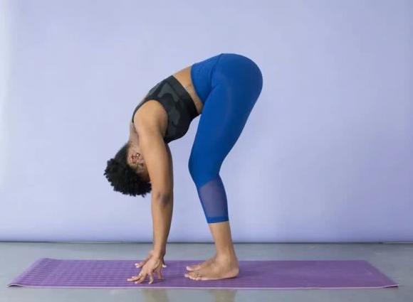 Ít vận động, đau thắt lưng... 8 bài tập kéo dài đơn giản có thể thuyên giảm!
