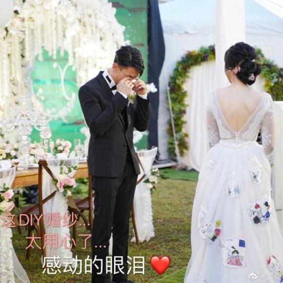 Sau 16 năm, Ngô Tôn bật khóc trong hôn lễ cổ tích, nhưng mọi sự chú ý đổ dồn về nhân vật này