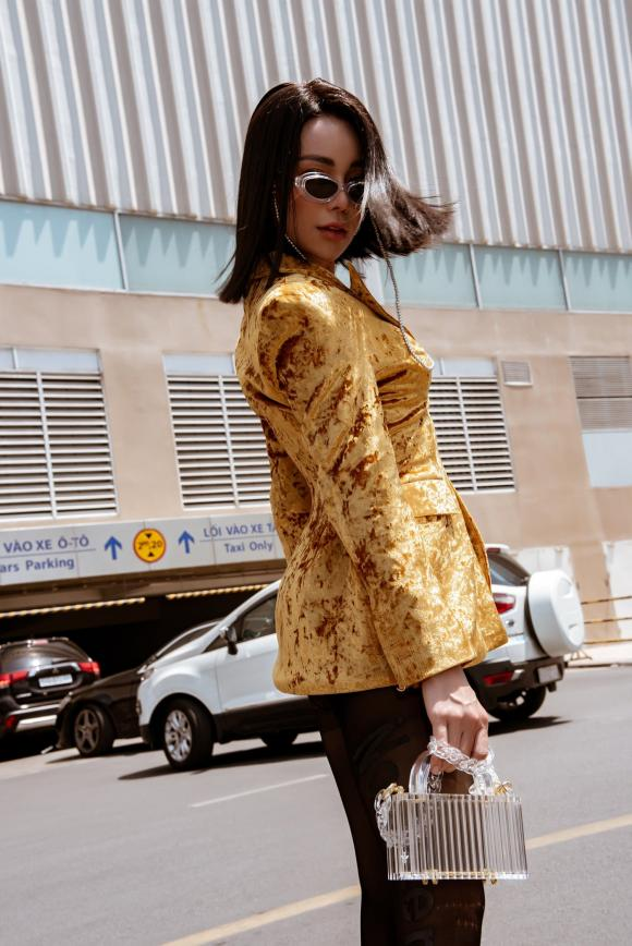 Người mẫu trà ngọc hằng, so Việt