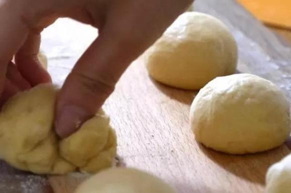 Cách làm bánh mì bằng nồi cơm điện: Chỉ với 1 bát bột và 4 quả trứng, đơn giản, dễ làm