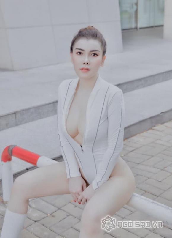 Người mẫu Linh Phương khoe đường cong nóng bỏng 'hớp hồn' cánh mày râu
