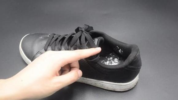 mẹo khử mùi giày, cách khử mùi giày, giày hôi
