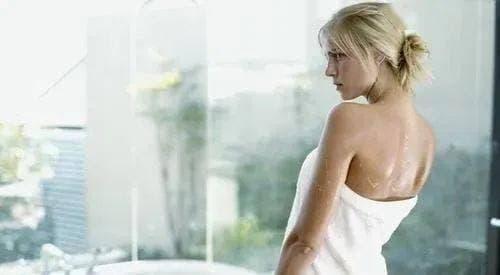 4 điều cấm kỵ của chị em khi tắm vào mùa hè để tránh các bệnh phụ khoa