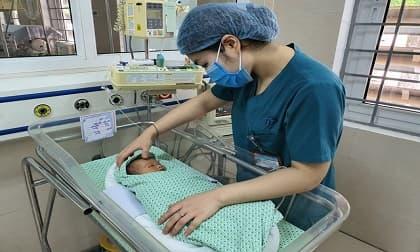 bé sơ sinh, bỏ rơi, bé sơ sinh bị bỏ rơi dưới hố ga, Hà Nội