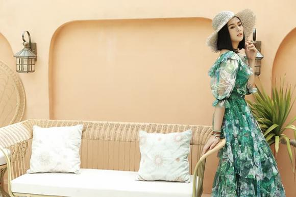 Hoa hậu Ngọc Hân 'gây thương nhớ' với style bánh bèo