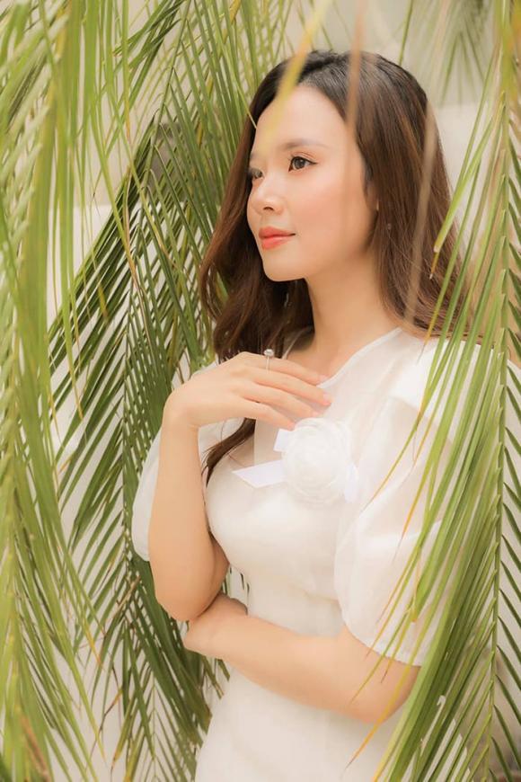 Hoa hậu Mỹ Linh mong manh tựa sương khói | VTV.VN