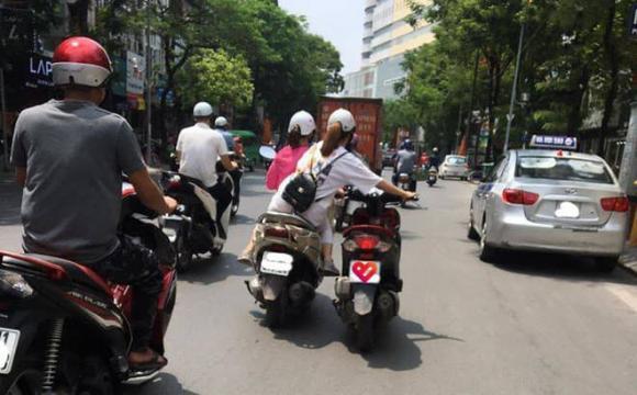 ninja, xe máy, dùng chân đẩy xe máy,  Đống Đa, Hà Nội