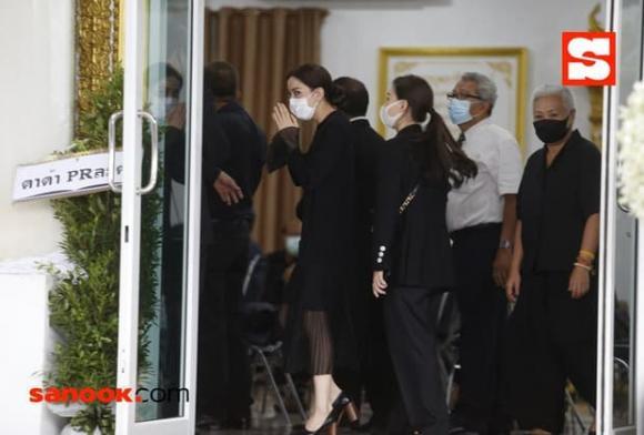 sao Thái, Taew Natapohn, lisa