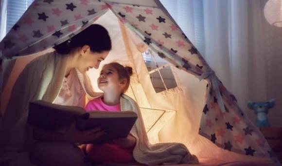 Làm hai việc này cho con trước khi ngủ, bé rất dễ tăng cường trí nhớ và cải thiện trí tuệ cảm xúc rõ rệt