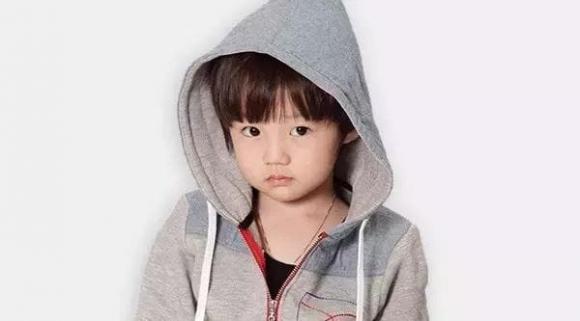 Các chi tiết nhỏ trên quần áo dễ gây tai nạn cực nguy hiểm cho trẻ mà bố mẹ thường bỏ qua
