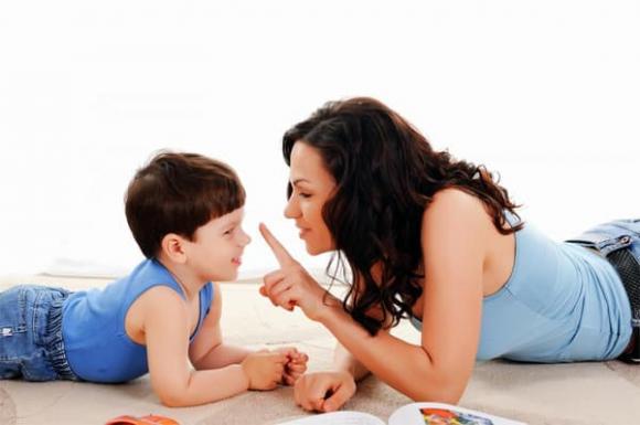 Càng la mắng, con càng ít vâng lời: 4 sai lầm nuôi dạy con, cha mẹ thường mắc phải