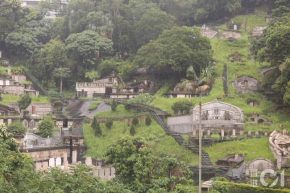 Vua sòng bài Macau, Hà Hồng Sân, Nghĩa trang Chiêu Viễn