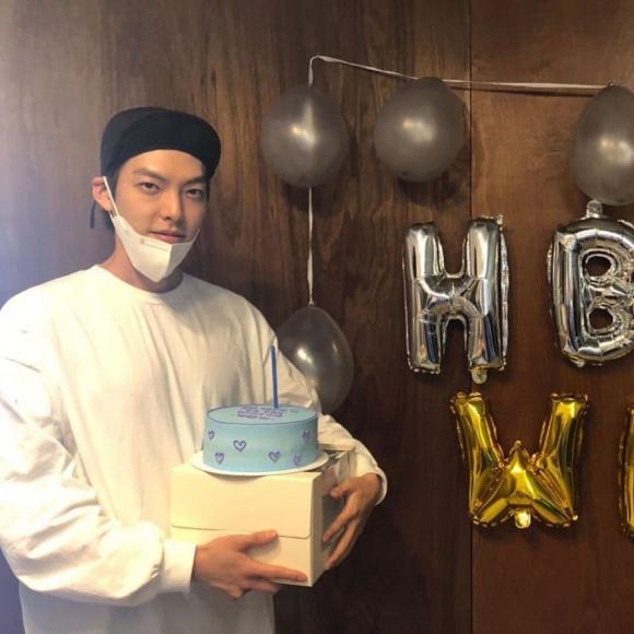 kim woo bin, sinh nhật, mặt mộc, shin min ah, sao hàn