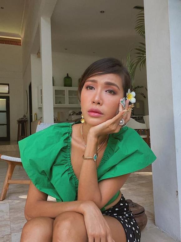 Siêu mẫu Minh Tú xin fan đừng ra đón mình khi trở về nước, vì sao?