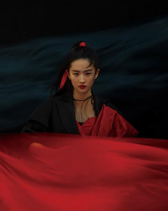 Thần thái ngút ngàn trong bộ ảnh cổ trang, visual của nàng 'Hoa Mộc Lan' Lưu Diệc Phi quả không đùa được đâu