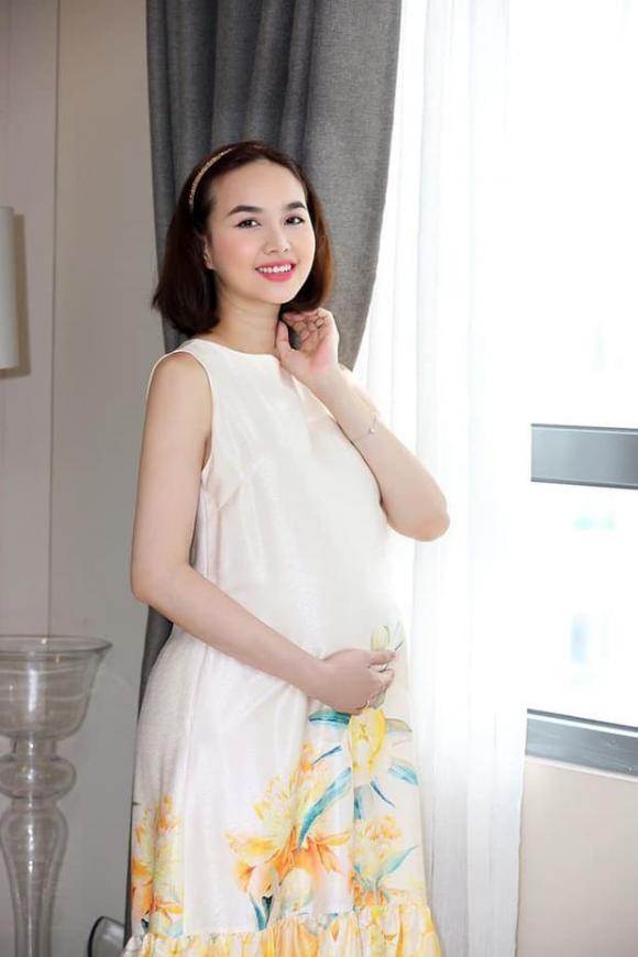 Đinh Ngọc Diệp xác nhận sắp lâm bồn, khoe bụng bầu to ngày cuối thai kỳ