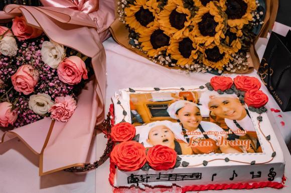 Nhạc sĩ Tú Dưa tổ chức sinh nhật ngọt ngào cho bà xã Lam Trang
