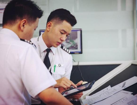 cơ trưởng Quang Đạt, cơ trưởng đẹp trai nhất Việt Nam, cơ trưởng trẻ nhất Việt Nam