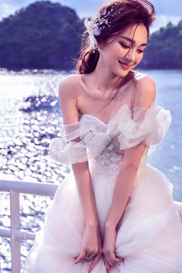 Ngọc Nữ, thời trang sao việt, tình cũ Phan Văn Đức