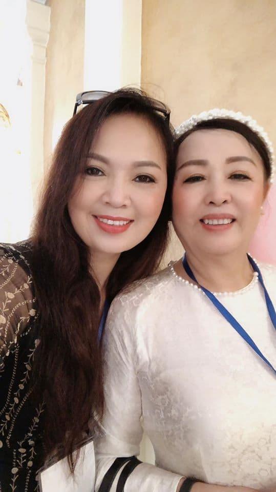 NSND Kỳ Thái Bảo đăng ảnh chụp cùng những 'cây đa cây đề' trong làng nhạc Việt Nam