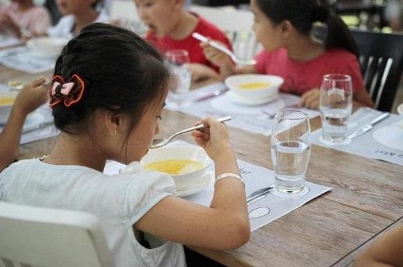 giáo dục trẻ, kỹ năng sống, giáo dục trẻ ăn uống, chăm trẻ
