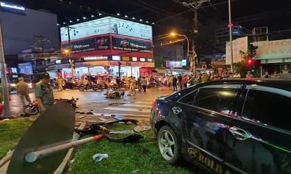 Xe Camry tông hàng loạt xe máy, tai nạn giao thông, đạp nhầm chân ga