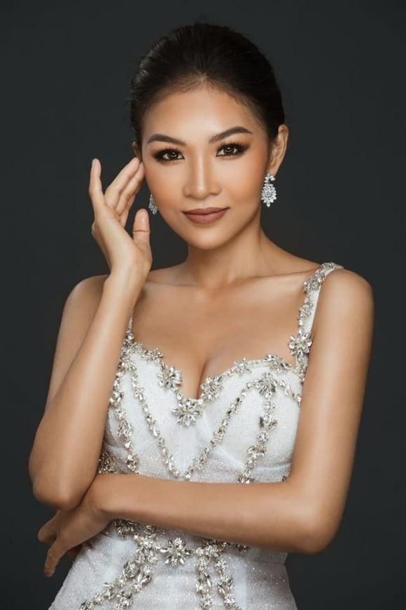 Hoàng Linh, Người ấy là ai, sao Việt, em gái hoàng thùy