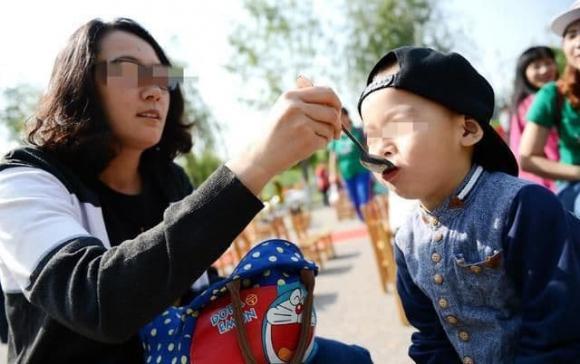 """Nhiều loại """"chất dinh dưỡng"""" bán trên thị trường còn bẩn hơn dầu ăn mà nhiều bậc cha mẹ vẫn đang cho con ăn"""