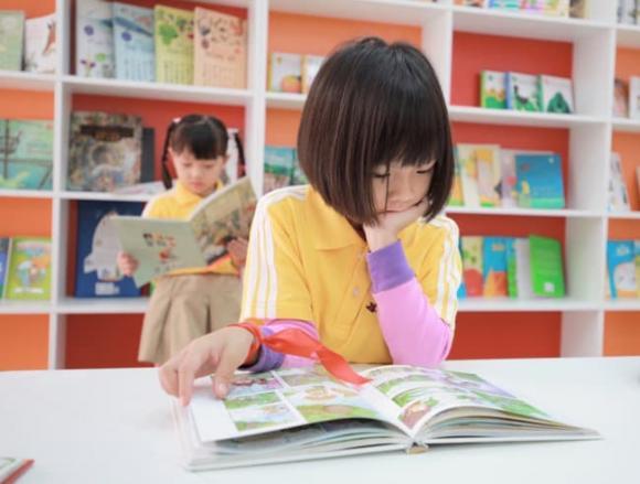 chăm sóc trẻ nhỏ, lưu ý khi chăm sóc trẻ, dạy trẻ thói quen đọc sách