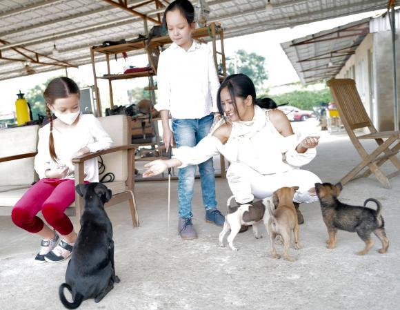 Diva Hồng Nhung hé lộ khoảnh khắc bình yên bên các con sau khi rời khu cách ly tập trung