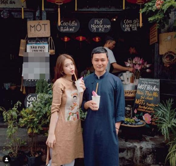 Quang Vinh đăng ảnh du lịch Hội An cùng Linh Ka, người tự xưng là fan ruột vào bình luận: 'Thất vọng'