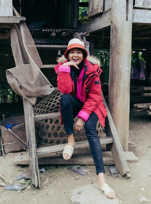H'Hen Niê, túi cói, thời trang của H'Hen Niê