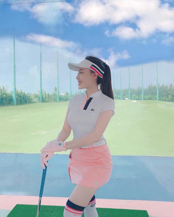 Âu Hà My xoá hết ảnh chơi golf trên Facebook hậu bị Trọng Hưng tố không mang thai