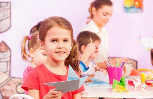 Muốn bé yêu nhanh chóng thích nghi với nhà trẻ, 5 hành vi này bố mẹ không cần làm