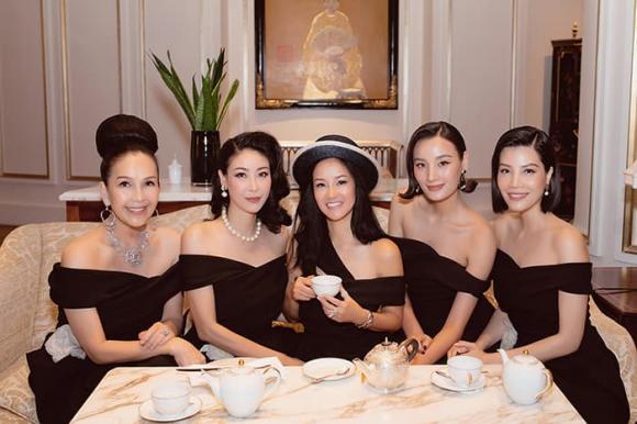 Hồng Nhung xuất hiện rạng rỡ hội ngộ bạn bè sau thời gian dài xa cách vì dịch