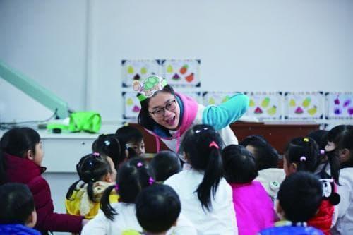 """Khi bé đi học mẫu giáo, cha mẹ nên ghi nhớ nguyên tắc """"chín hỏi, mười không"""" để giúp bé yêu nhà trẻ hơn"""